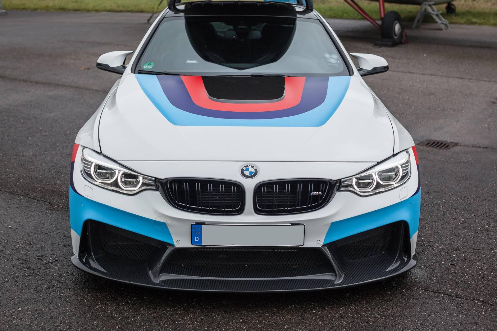 BMW-M4-R-1